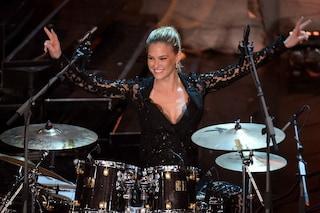 Sanremo 2013: i look sexy di Bar Refaeli per la seconda serata