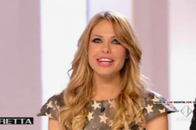 "Ilary Blasi, hot pants e stelle bianche alla quinta puntata de ""Le Iene Show"""