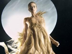 Keira Knightley si trasforma in una sirena per la tutela dell'acqua potabile