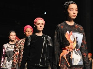 Paris Fashion Week 2013: Givenchy e i personaggi Disney, il punk diviene romantico