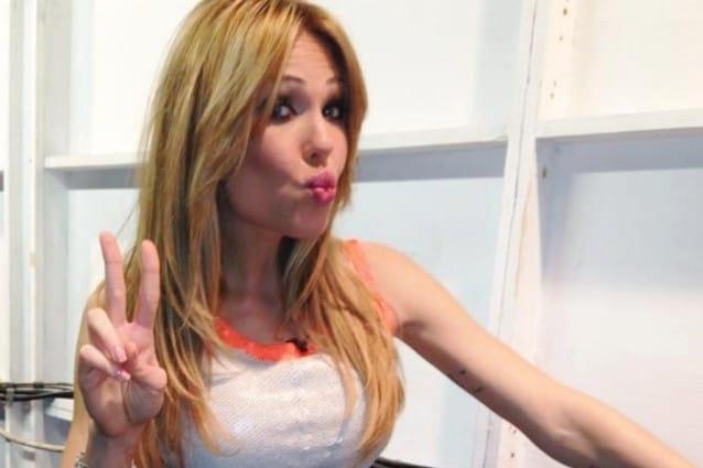 """Ilary Blasi, look trendy per la nona puntata de """"Le iene"""""""