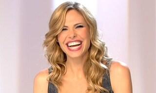 """Ilary Blasi look sexy e maxi scollatura per l'ottava puntata de """"Le Iene"""""""