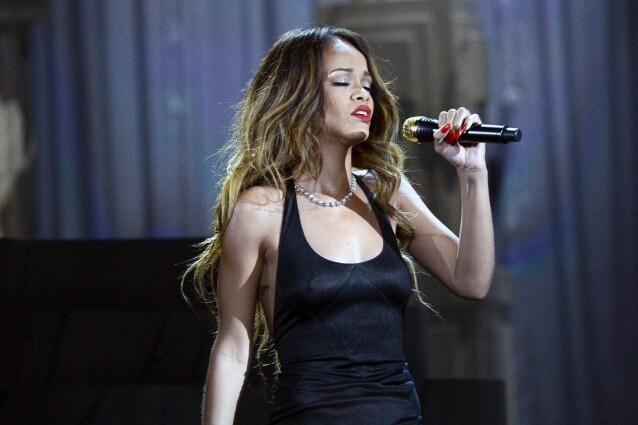 Rihanna in abiti Givenchy per il Diamond World Tour