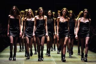 """Saint Laurent Paris, un """"urlo"""" grunge che sconvolge la moda"""