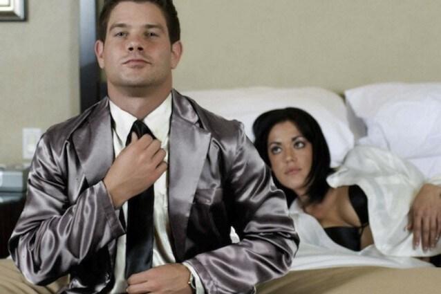 Dormire con giacca e cravatta, arriva il pigiama di lusso