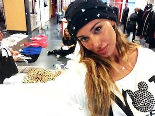 Belen si prepara a sfilare per il suo marchio di moda (FOTO)