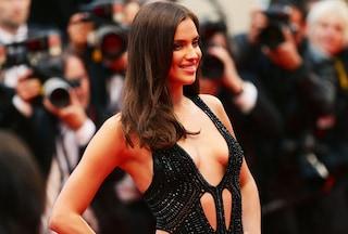 Irina Shayk infiamma Cannes con una sexy scollatura (FOTO)