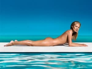 Kate Moss posa nuda per St.Tropez (VIDEO)