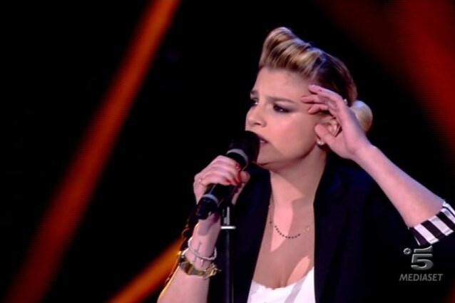 """Emma Marrone, look da """"bad girl"""" per la quinta puntata di Amici 2013"""