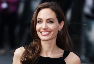 Angelina Jolie, il nuovo look dopo l'asportazione del seno (VIDEO)