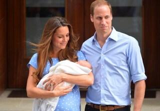 Kate Middleton, anche da neo mamma è regina d'eleganza (VIDEO)