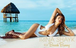 Irina Shayk in bikini per la nuova campagna Beach Bunny (FOTO)