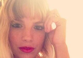 Emma Marrone non resiste al fascino della frangetta (FOTO)