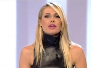 """Ilary Blasi, spacchi sexy e animalier per la seconda puntata de """"Le Iene"""" (FOTO)"""