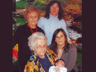 5 generazioni di donne in una solo foto