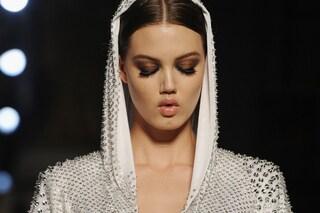 L'Alta Moda a Parigi, copia lo smokey eyes di Atelier Versace (FOTO)