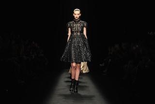 """Milano Fashion Week, in passerella arrivano le """"Cyber Queen"""" di Byblos (VIDEO)"""