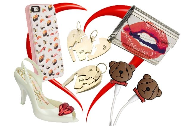Cover Benjamins, ciondolo cuore puzzle Atelier VM, clutch Jimmy Choo, spuntate Melissa per Vivienne Westwood, auricolari Moschino