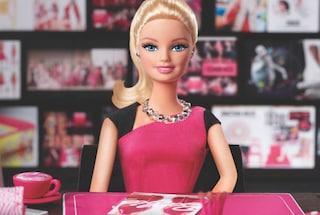 """Barbie imprenditrice con smartphone, è la 150esima """"carriera"""" della sua storia"""
