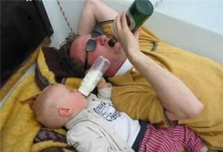Ecco cosa succede quando si lascia un bimbo con il papà (FOTO)