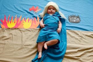 La piccola Olivia vestita come i personaggi delle serie Tv più celebri (FOTO)