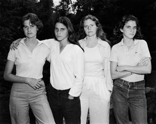 Quattro sorelle fotografate ogni anno per 36 anni. Ecco le commoventi immagini