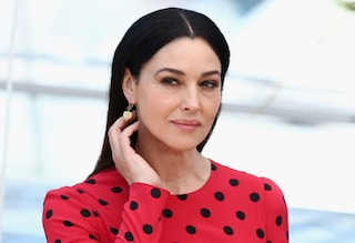 Monica Bellucci manda in delirio Cannes con la sua bellezza naturale (VIDEO)