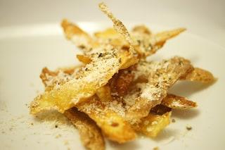 Bucce di patate fritte: l'arte del riciclo a tavola