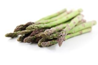 Dimagrire con gli asparagi: ecco come depurarsi e combattere la cellulite