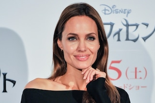 Angelina Jolie spende 19.000 euro per i trattamenti di bellezza (VIDEO)