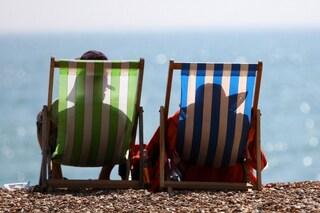 Beauty case da spiaggia: i prodotti indispensabili per l'estate (FOTO)