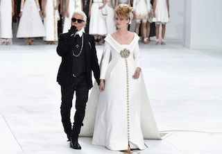 Chanel Haute Couture, sfila in passerella una moderna Cenerentola (VIDEO)