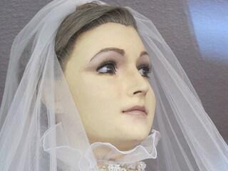 """Pasqualita, il manichino troppo reale che sembra una """"sposa cadavere"""" (FOTO)"""