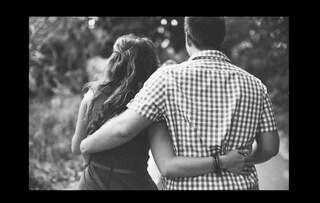 La proposta di matrimonio più commovente: chiama 90 amici per chiedere alla fidanzata di sposarlo (VIDEO)