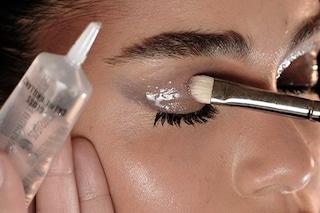 Make up glossy: consigli e prodotti per realizzare il trucco effetto bagnato (FOTO)
