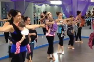La danza madre-figlio che fa bene ai neonati (VIDEO)