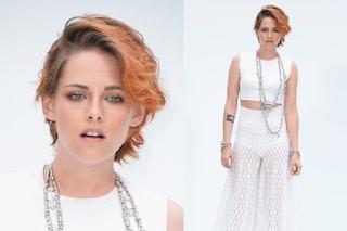 Kristen Stewart, nuovo taglio di capelli e gambe in mostra alla sfilata di Chanel (FOTO)