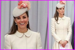 Kate Middleton con il cappotto anche ad agosto (FOTO)