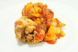 Pollo ai peperoni: la ricetta preparata con le sovracosce