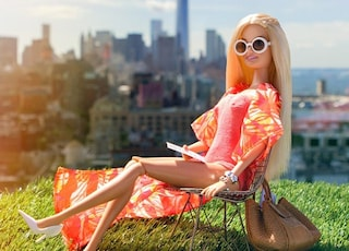 Barbie arriva su Instagram e diventa fashion blogger (FOTO)