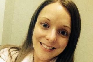 Scopre di avere il cancro con un selfie: ecco cos'è successo a una ragazza inglese