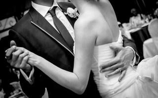 Il miracolo di un padre tetraplegico: in piedi per ballare alle nozze della figlia