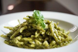 Pesto alla genovese: la ricetta per farlo in casa e i segreti per non fare errori