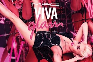 Miley Cyrus modella per MAC: a Gennaio il suo nuovo rossetto (FOTO)