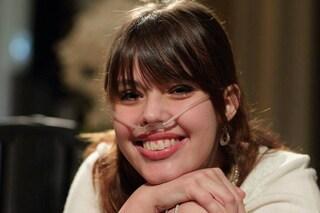 Un sorriso e un video sul web, così Claire combatte la malattia (VIDEO)