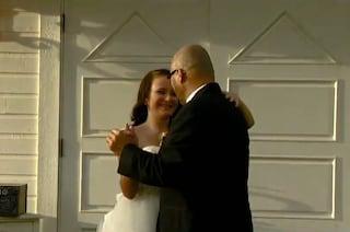 Il papà sta per morire, le figlie organizzano un finto matrimonio per poter ballare con lui