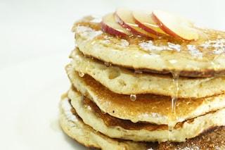 Pancake alle mele: la ricetta per un brunch all'americana