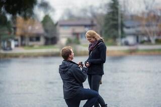 Fotografa l'insolita proposta di matrimonio nascosto nell'immondizia (FOTO)