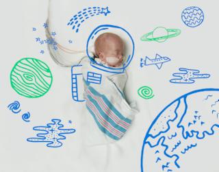 Dalla terapia intensiva alla luna: i neonati diventano baby astronauti (FOTO)