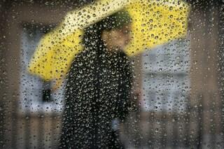 Dal mal di testa ai capelli crespi, 5 effetti della pioggia sul nostro corpo